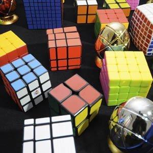 Cubo Rubik, Barbie, Scalextric y otros juguetes de moda y clásicos